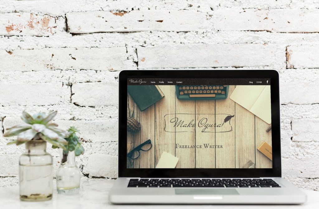 Mako Ogura writer homepage displayed on a laptop screen